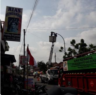 Penggantian Lampu PJU yang Redup di Pasar Grabag