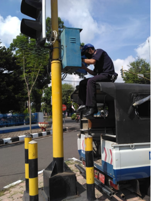 Perbaikan Traffic Light di Simpang 4 Satlantas